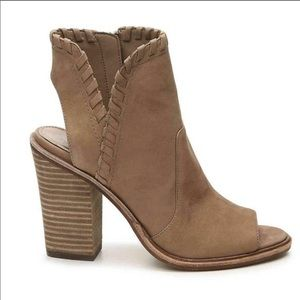 Vince camuto Kicetta heeled booties